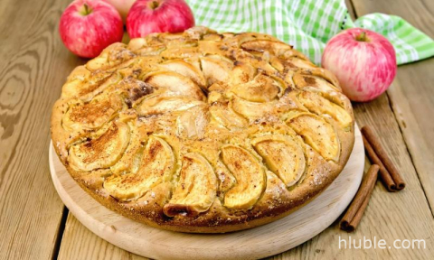Apple pie with apples