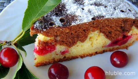 Viennese cake with cherries